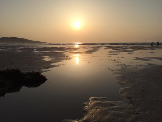 Orena, Spanyol: Atardecer en playa El Sable entre Comillas y S. Vicente