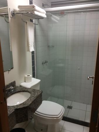 Barigui Park Hotel: Banheiro
