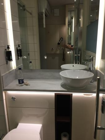 Hub By Premier Inn London Covent Garden Hotel: Bathroom