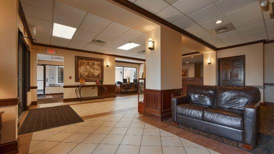 Best Western Williamsport Inn: Lobby Sitting Area