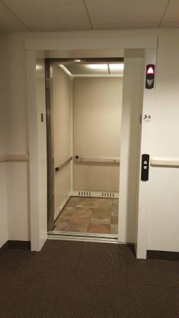 موتل 6 نياجرا فولز نيويورك: Elevator