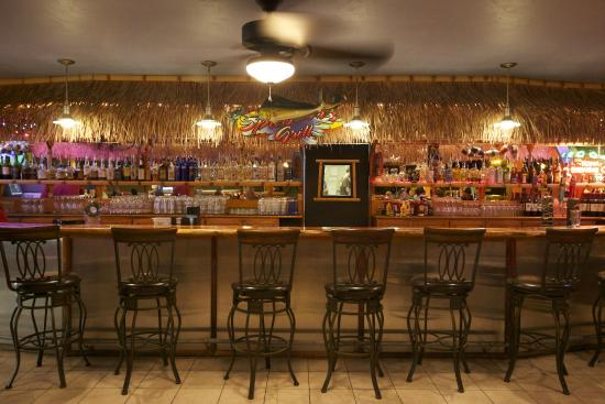 Kona Seaside Hotel: Bar at Splasher's Grill
