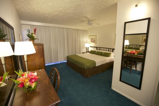 Kona Seaside Hotel: Deluxe King Bed