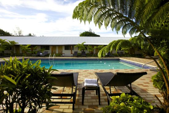 Hilo Seaside Hotel: Poolside