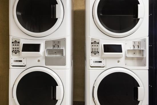 Days Inn Whitehorse: Guest Laundry Room