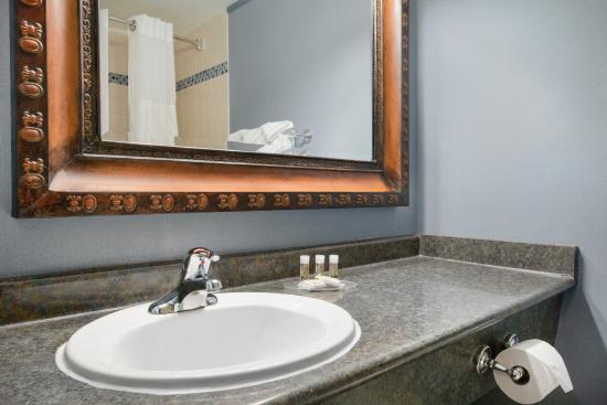 Days Inn Whitehorse: Bathroom