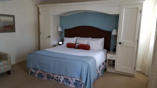 Excelsior Springs, MO: King size Bedroom Suite
