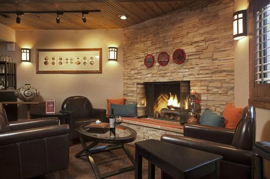 Inn At Santa Fe : Fireplace lounge