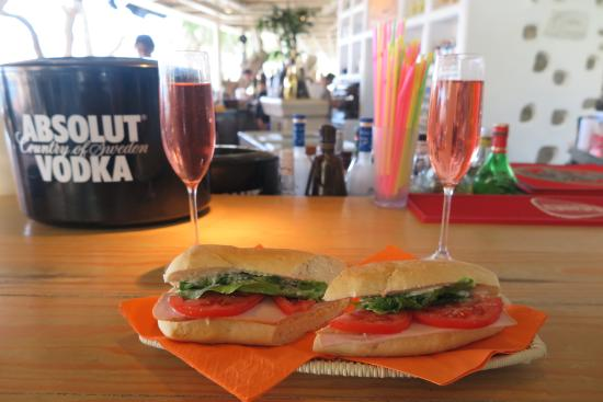 Villa Pinelopi Apartments & Rooms : Champagne lunch at Super paradise beach