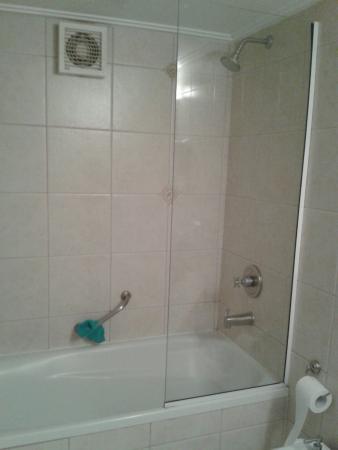 Kenton Palace Hotel: Baño de Última Generación????