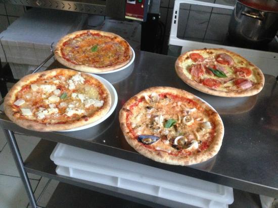 diverse pizze
