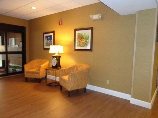 Hampton Inn Lagrange near Callaway Gardens: entry way of hotel
