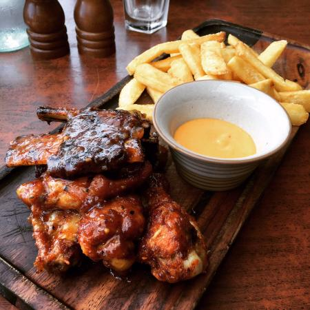 Hippo Creek African Grill: Beef Rib and Buffalo Chicken Wing with Peri Mayo Lunch Special..