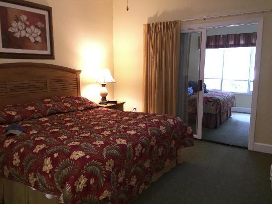 Coral Sands Resort: Bedroom/Carolina room