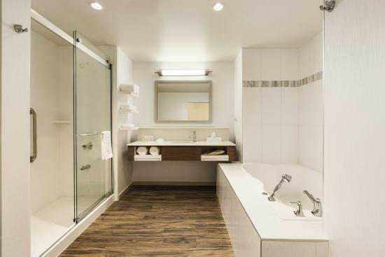 Sherwood Park Hotels With Jacuzzi Suites