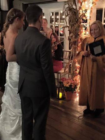 Weston, Коннектикут: Ceremony.