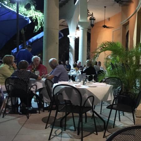 Blue Water Bistro: Pleasant outdoor dining