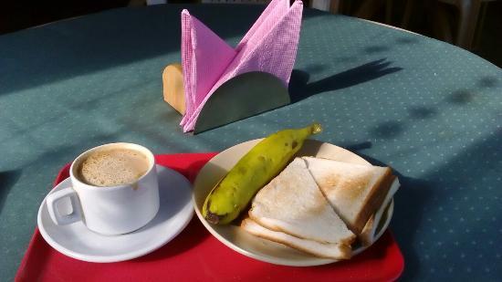 Bhammar's Inn: Small breakfast included