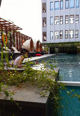 kolam renang picture of grand zuri kuta bali kuta tripadvisor rh tripadvisor com