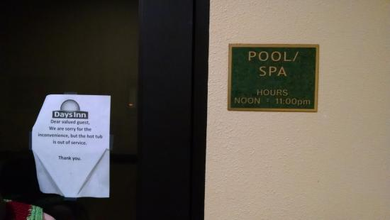 Days Inn Salado: Pool with Hot Tub Closed sign