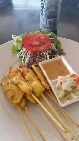 Khun Mol Bar & Restaurant