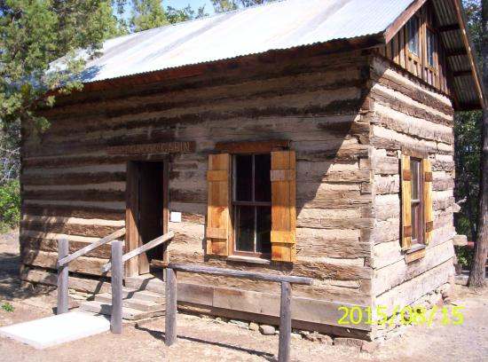 Fall River Mills, CA: Civil War Officer's Cabin