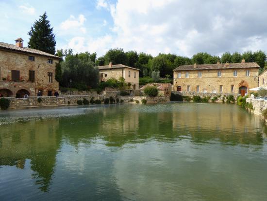 Il Borgo Medievale!!! - Picture of Terme Bagno Vignoni, Bagno ...