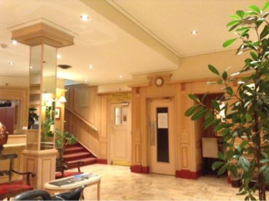 Hotel Astoria: Холл первого этажа