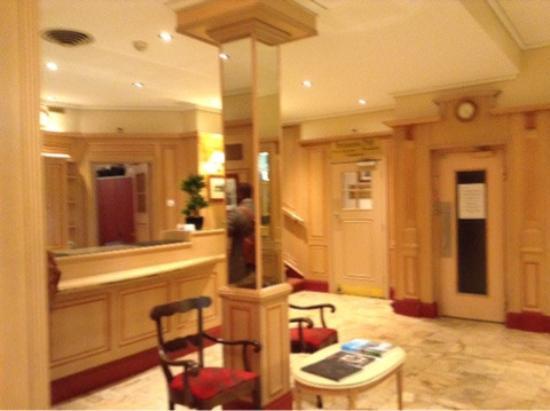 Hotel Astoria: Ресепшен