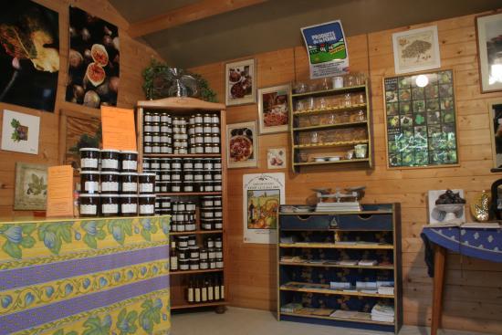 Graveson, Francia: l'interieur du point de vente