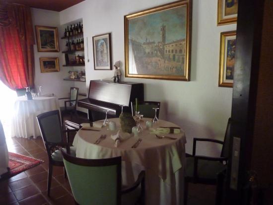 Villa San Carlo Hotel: Im Speisezimmer