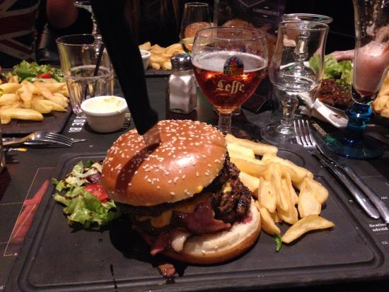 au bureau colossal burger photo de pub brasserie au bureau montpellier tripadvisor. Black Bedroom Furniture Sets. Home Design Ideas