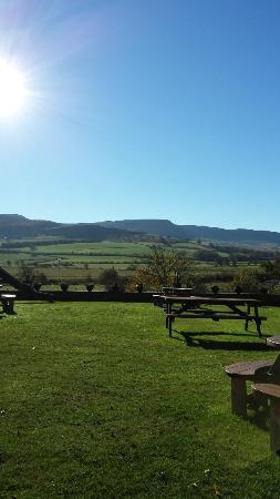 Thropton, UK: three wheat heads beer garden