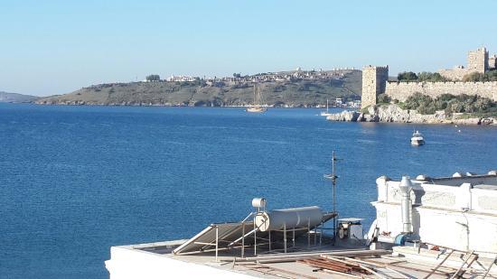 Artemis Pansiyon: Belle vue sur le château. .et la baie