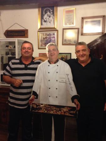 Canillas de Aceituno, España: Owner and his amigo!