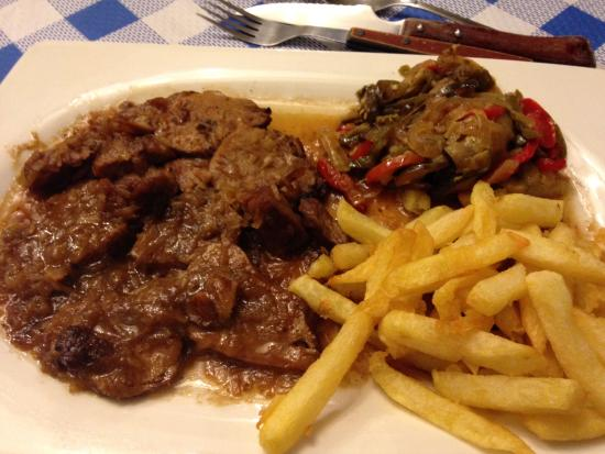 Canillas de Aceituno, España: Pork loin with grilled onions. I really enjoyed this!