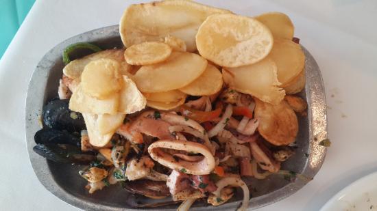 Puerto Gallego: parrillada de mariscos