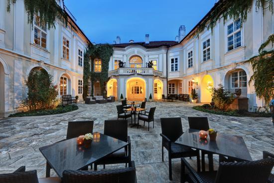 Smetana Hotel : PALACE COURTYARD