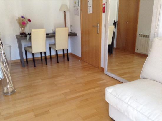 slaapkamer met bureau - Picture of Hotel Convento Santa Ana, Atienza ...