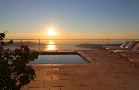 Absolute Bliss Imerovigli Suites: Pool area