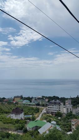 Yalta Municipality, Ukraina: Вид с фуникулера. Дорога на пляж.