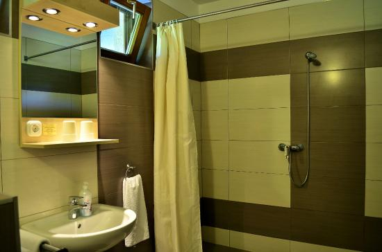 Hotel GRANTE: New bathroom in the studio