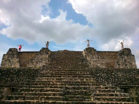 Portal Maya Day Tours: Con mis amigas visitando las Ruinas