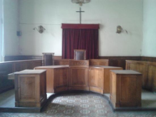 Castel Capuano: Aula d'udienza dismessa