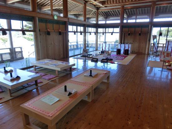 Itsukinomiya Hall for Historical Experience: 雙六や貝合わせの体験ができる