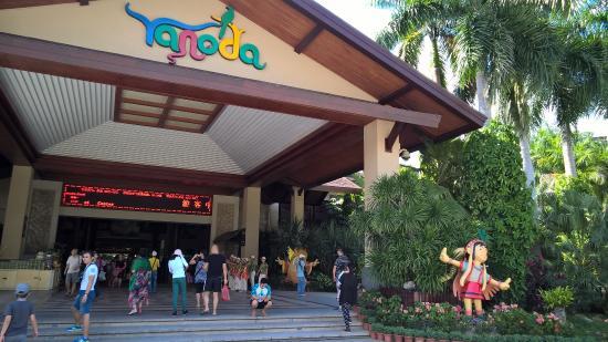 Yanoda Rainforest Yihao Resort: Вход в туристический комплекс