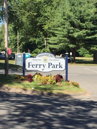 Rocky Hill, CT: Ferry Park entrance