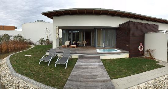 Terrasse Mit Whirlpool Bild Von Geinberg5 Private Spa Villas