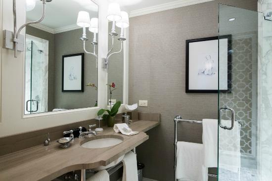 The Deer Path Inn: Guest Room Bath