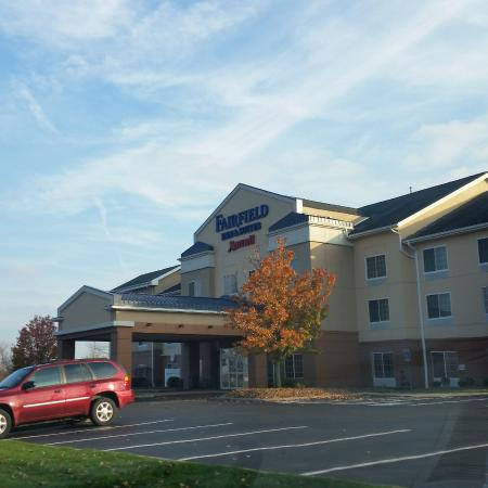 Fairfield Inn & Suites Youngstown Austintown : the hotel